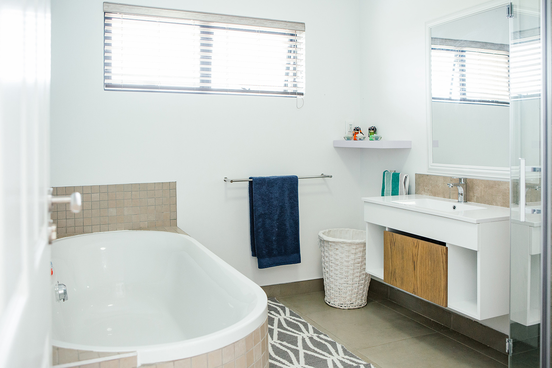 Guest bedroom upstairs - bathroom